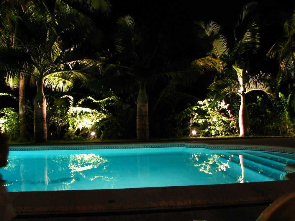 Swimming Pool mit Nachtbeleuchtung